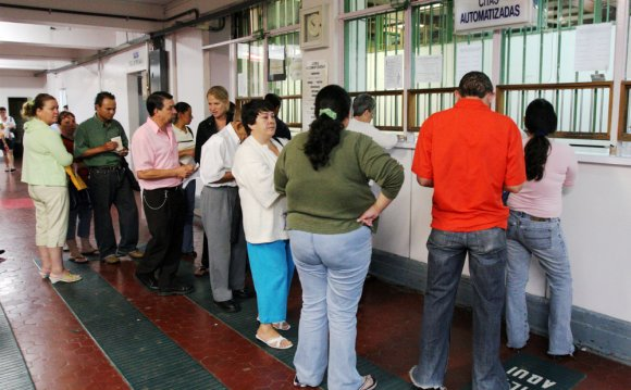 Lines at Caja s public
